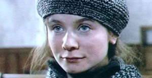Emily Watson, como Bess